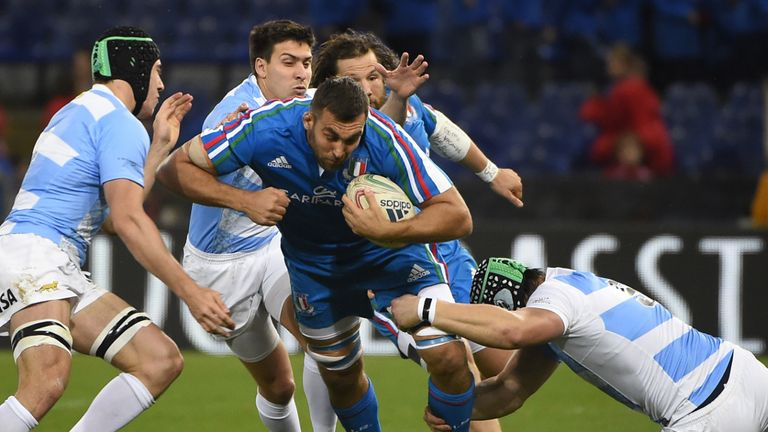 Simone Favaro on the charge for Italy against Argentina