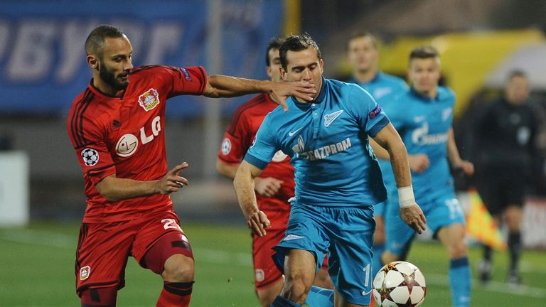 Omer Toprak (l): Fights for a ball with Yuri Lodygin of Zenit