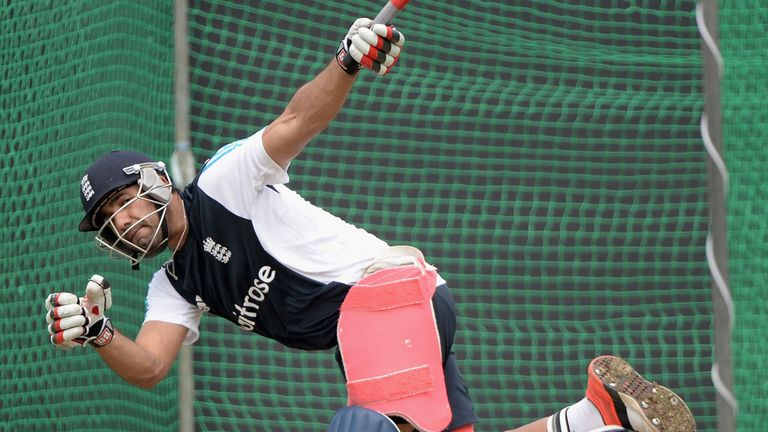 Ravi Bopara hits out during England's training  session at the R. Premadasa Stadium