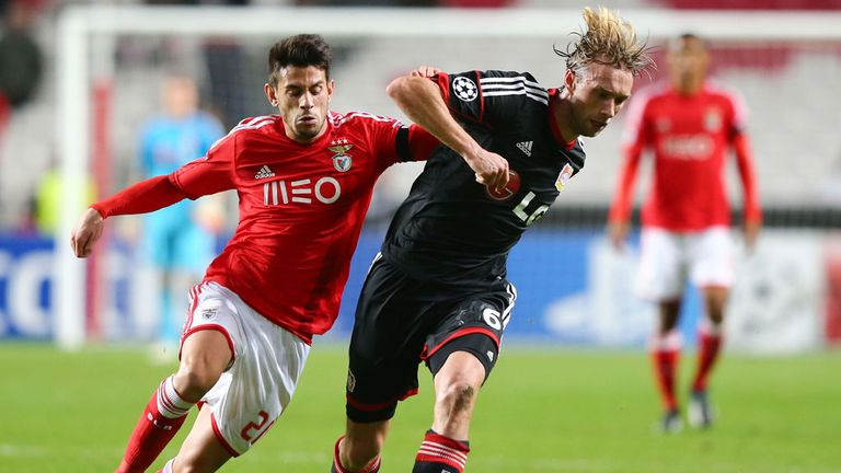 Simon Rolfes: Looks to get away from Benfica's Pizzi