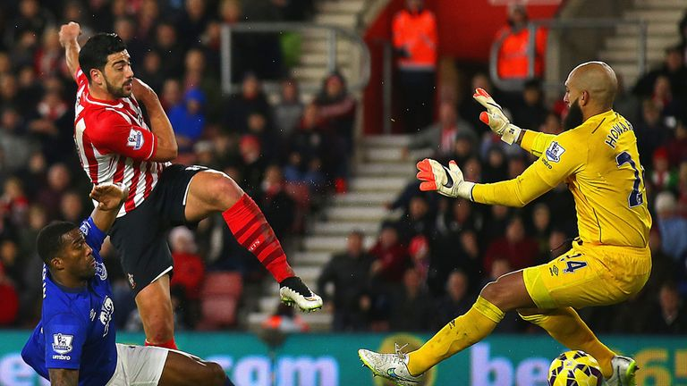 Graziano Pelle scores for Southampton in the reverse fixture against Everton
