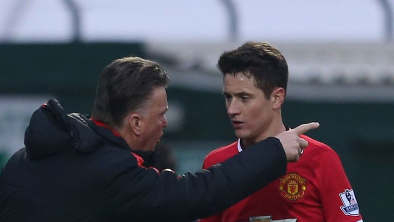 Van Gaal: Gives instructions to Herrera