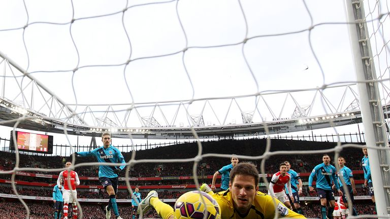Begovic: Couldn't keep out Sanchez's free-kick