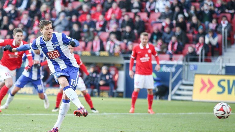 Jens Hegeler puts Hertha ahead from the penalty spot