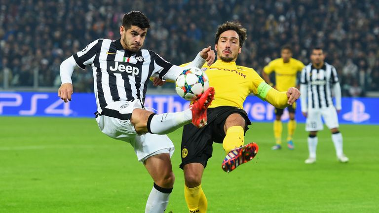 Mats Hummels battles with Alvaro Morata
