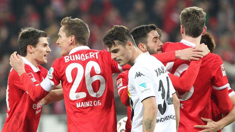 Mainz players celebrate their equaliser against Gladbach