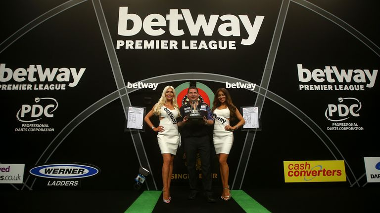 Gary Anderson will try to retain his Premier League title in 2016