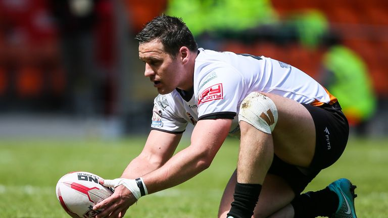 Brett Seymour kicked a late penalty to salvage a draw for Dewsbury against Workington