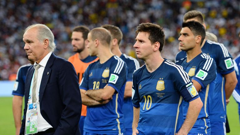Alejandro Sabella with Argentina players at the end of 2014 World Cup final