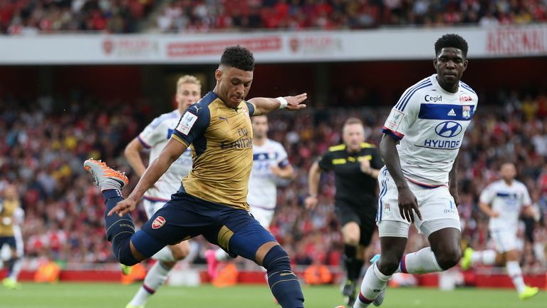 Alex Oxlade-Chamberlain fires home Arsenal's second