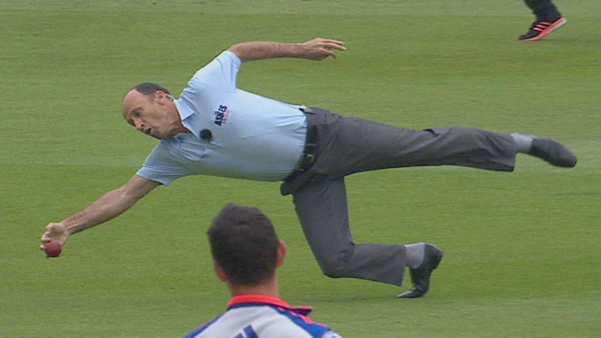Nasser almost replicates Stokes wonder catch!