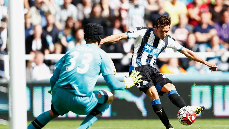 Florian Thauvin  could not find a way past Petr Cech
