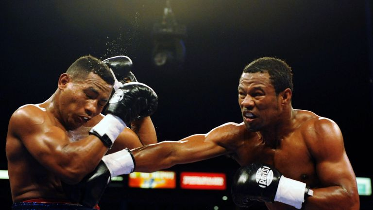 Shane Mosley (R) won his the first clash with Ricardo Mayorga in 2008