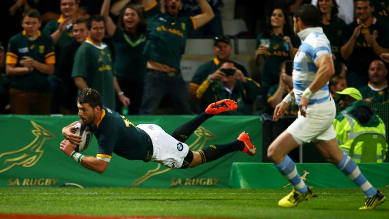 Willie le Roux of South Africa scores a try