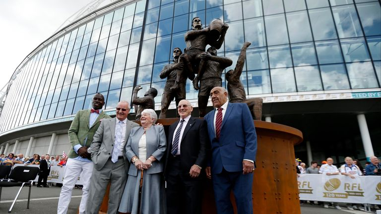 Martin Offiah, Alex Murphy, Dorren Ashton (widow of Eric), Bev Risman (son of Gus Risman) and Billy Boston (left to right) pose with the statue