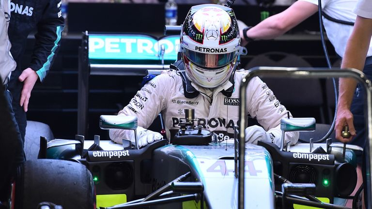 Lewis Hamilton retires from the Singapore GP, his first DNF since Belgium 2014