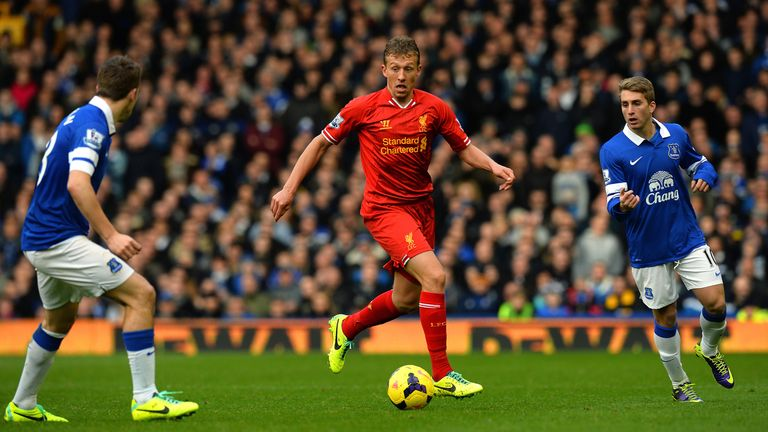 Can Deulofeu (right) find a way to unlock the Liverpool defence?