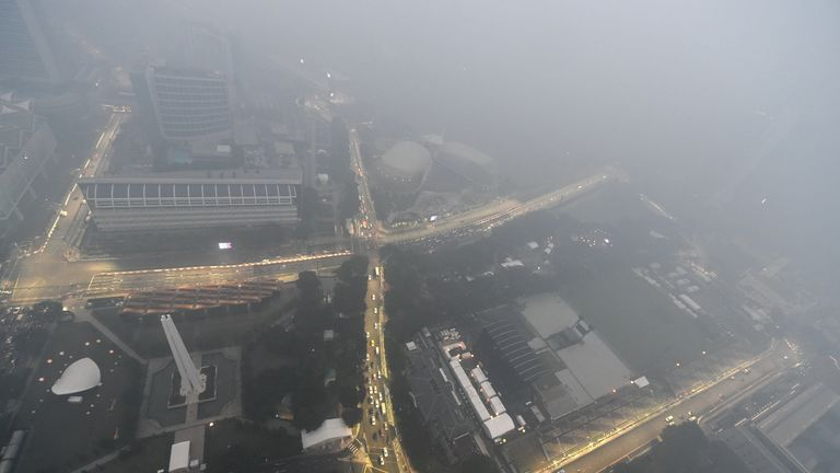 Haze is engulfing Singapore as pollution levels rise
