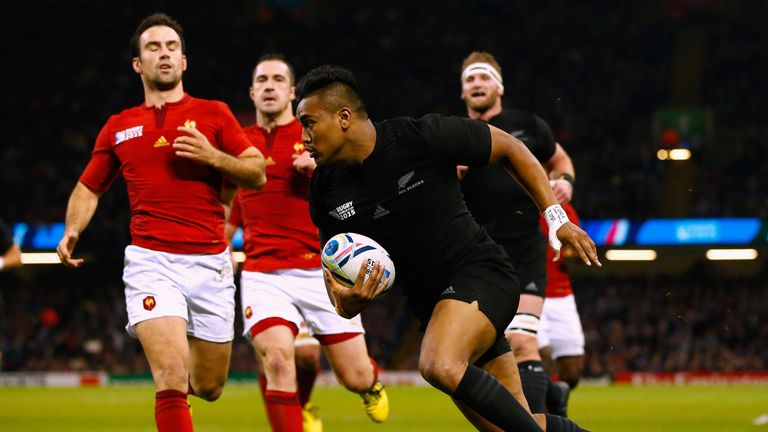 Julian Savea scores New Zealand's third try against France
