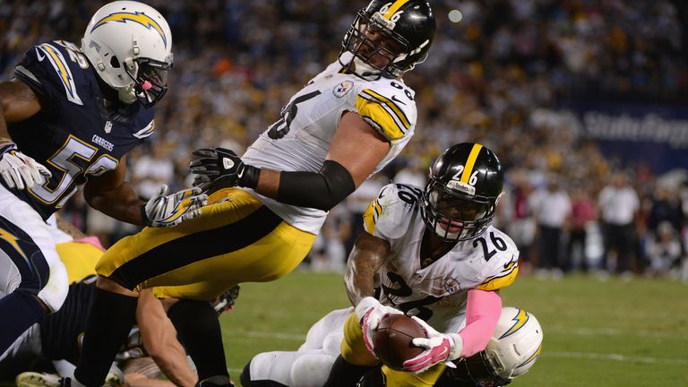 Le'Veon Bell dives over for the winning touchdown