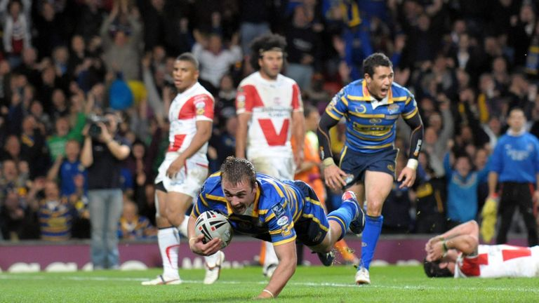 Lee Smith scores the winning try for Leeds in the 2009 Grand Final