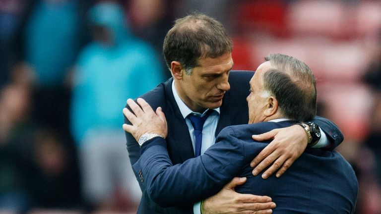 Slaven Bilic embraces Advocaat at the end of West Ham's 2-2 draw with Sunderland