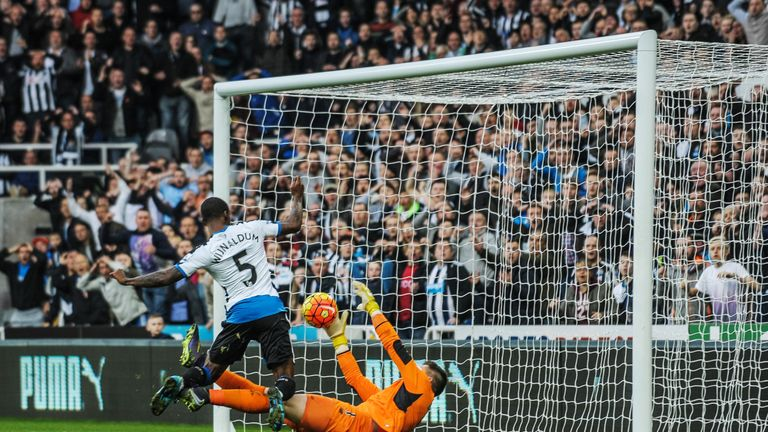 Butland somehow denies Newcastle's Georginio Wijnaldum