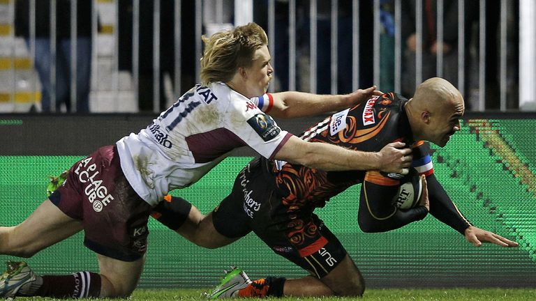 Olly Woodburn scores his second and Exeter's fourth try against Bordeaux
