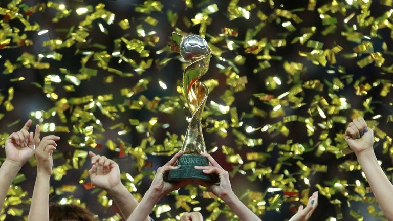 Sawa lifts the World Cup after Japan's success in 2011