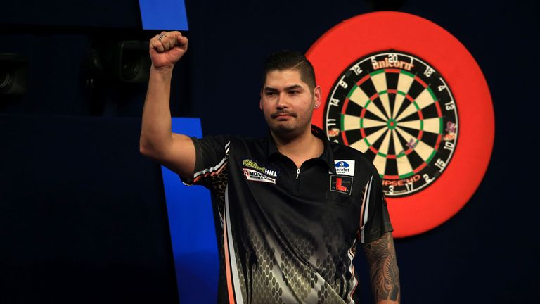 Jelle Klaasen must be wary of Steve Beaton's experience, says Keith Deller