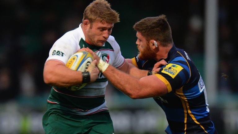 Tom Youngs is tackled by Worcester's Darren Barry