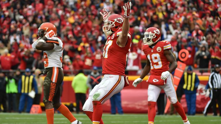 Travis Kelce scored a touchdown as the Chiefs won and wrapped up a play-off spot
