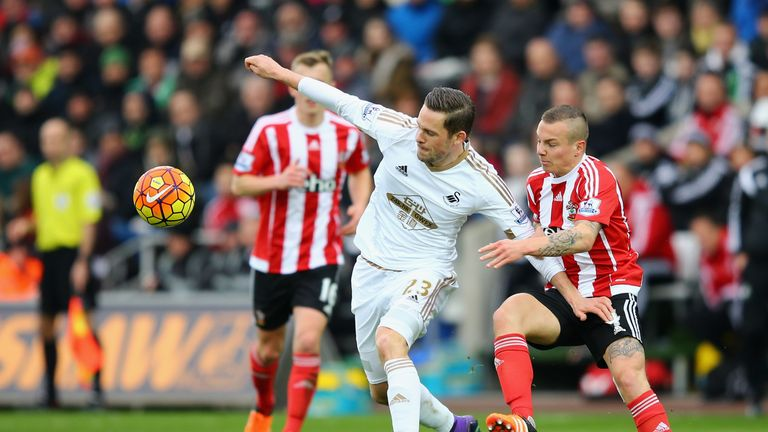 Gylfi Sigurdsson controls the ball under pressure from Jordy Clasie
