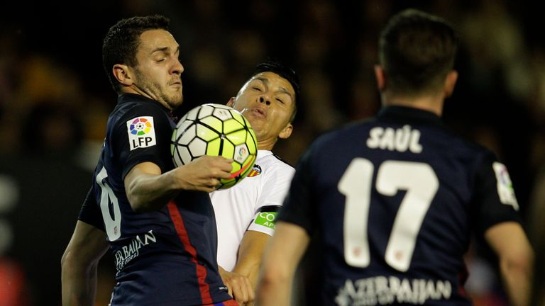 Atletico Madrid's midfielder Koke (left) vies with Valencia's Argentinian midfielder Enzo Perez