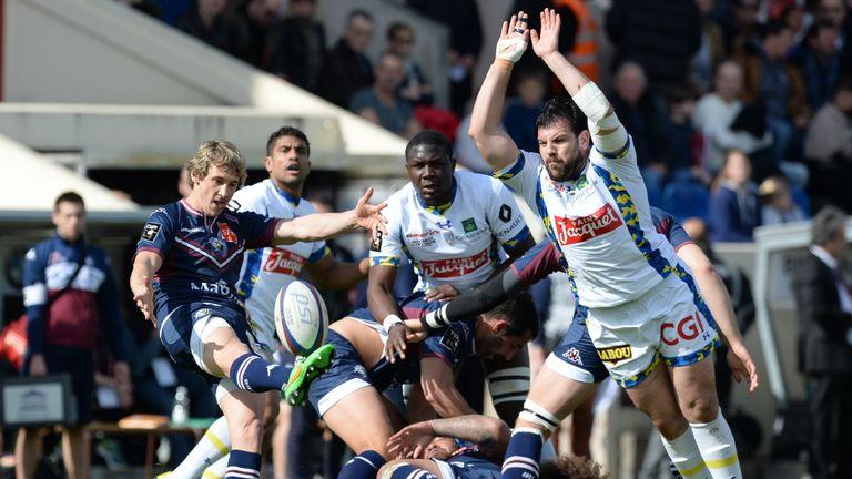 Bordeaux-Begles scrum-half Baptiste Serin (left) kicks against Clermont