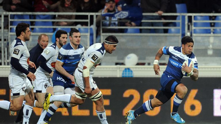 Castres' winger David Smith runs to score one of four tries against Agen