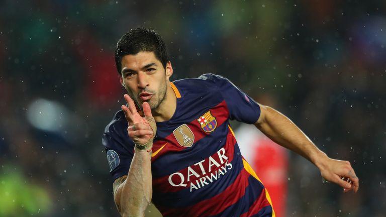 Suarez celebrates Barcelona's second goal