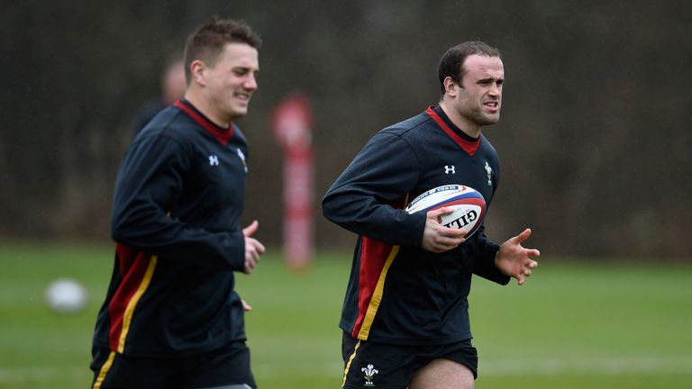 Jonathan Davies (L) will continue his centre partnership with Jamie Roberts on Saturday