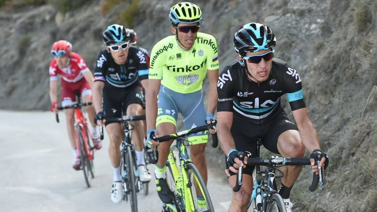 Sergio Henao (right) leads Alberto Contador (second right), Thomas (third right) and the rest of the elite five-rider group up the final climb