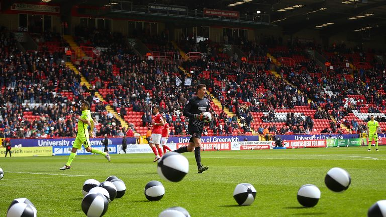 Inflatable balloons are thrown onto the pitch at kick-off during the Sky Bet Championship match between Charlton and Brighton