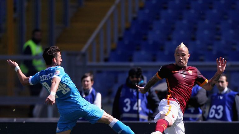 Dries Mertens (left) of Napoli competes for the ball with Nainggolan
