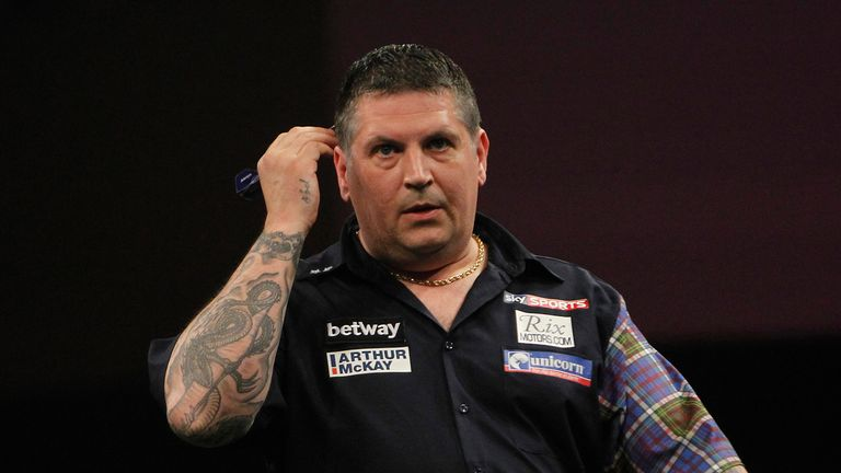 Gary Anderson has a tough first match, says Keith Deller