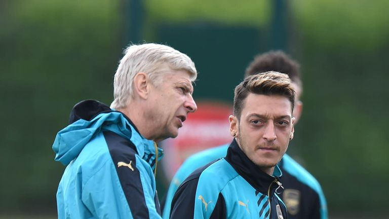 Wenger will speak to Ozil over his comments to a German website