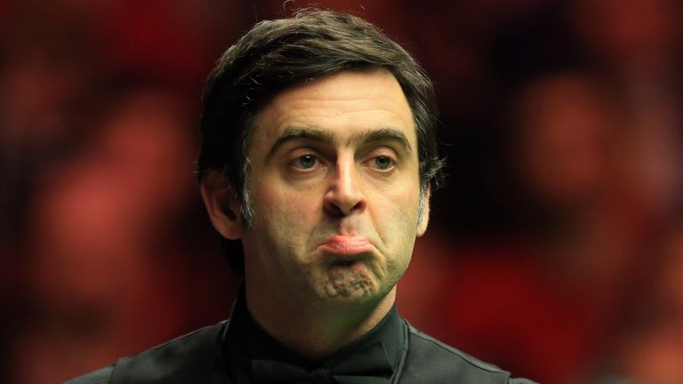 Ronnie O'Sullivan is 5-3 down after the first session of his match with Barry Hawkins