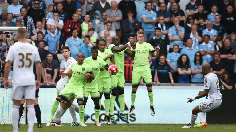 Andre Ayew of Swansea City scores his team's first goal