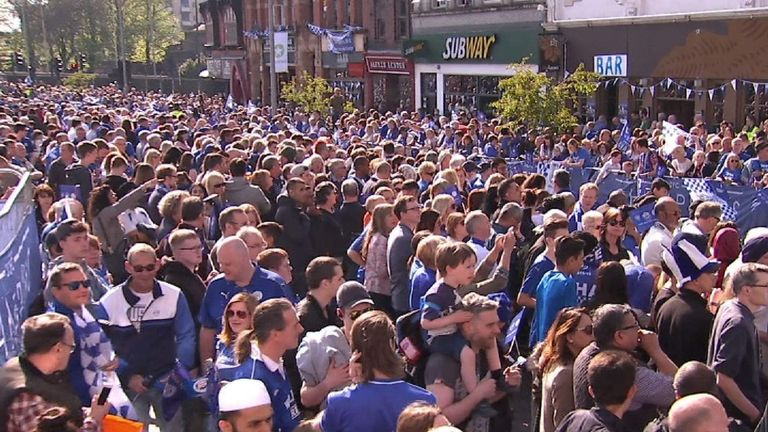 Expectant crowds gather in Leicester