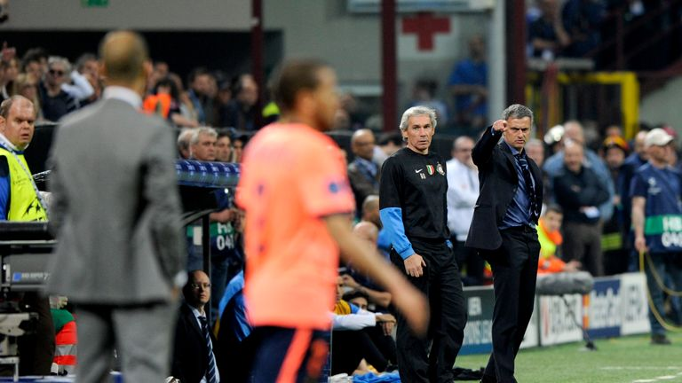 Mourinho points at Pep Guardiola during the first leg between Inter and Barcelona