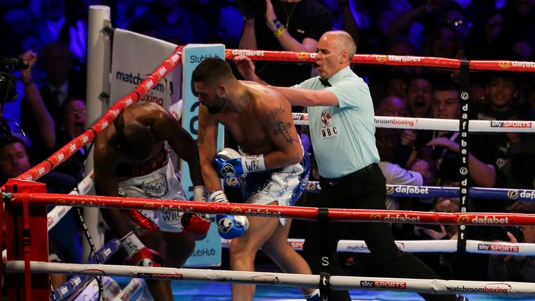 Bellew knocked out Makabu against the ropes