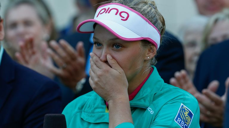 Henderson in tears up after winning the final round
