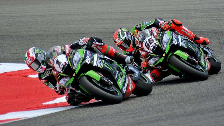 Jonathan Rea (L) leads the Championship